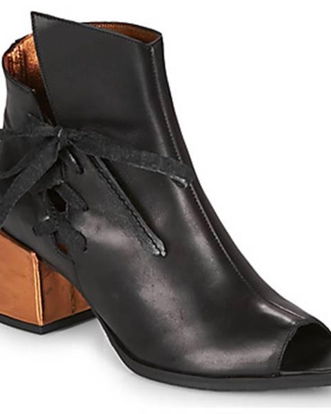 Čierne sandále Papucei