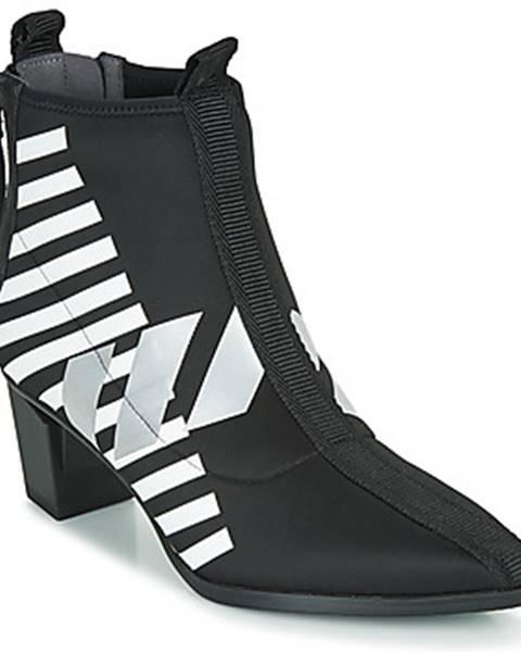 Čierne topánky United nude