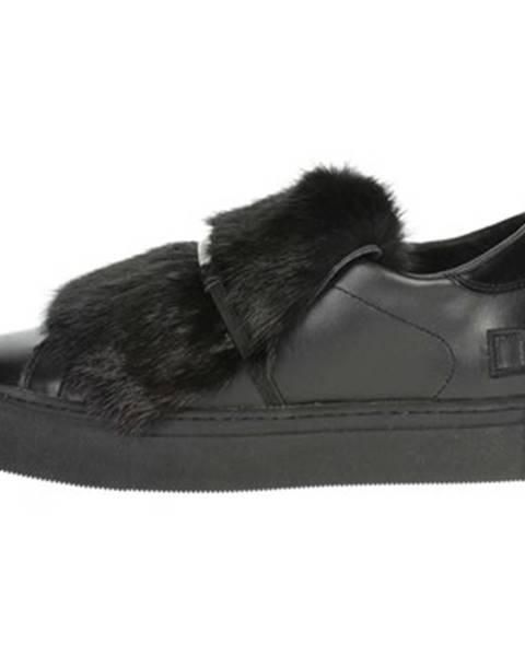 Čierne topánky Date