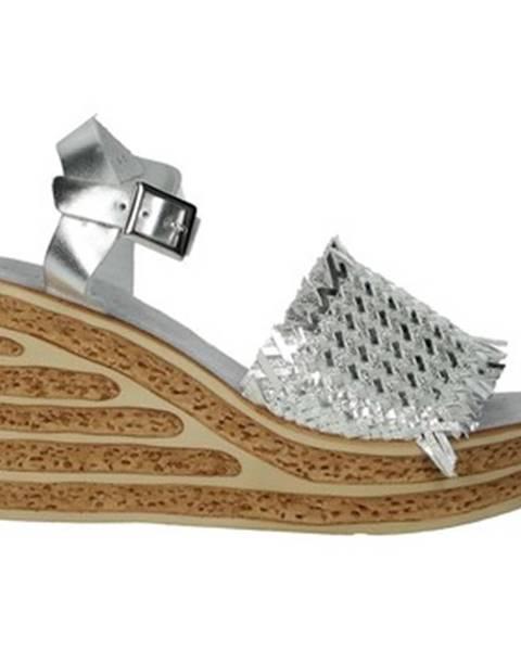 Strieborné topánky Pregunta